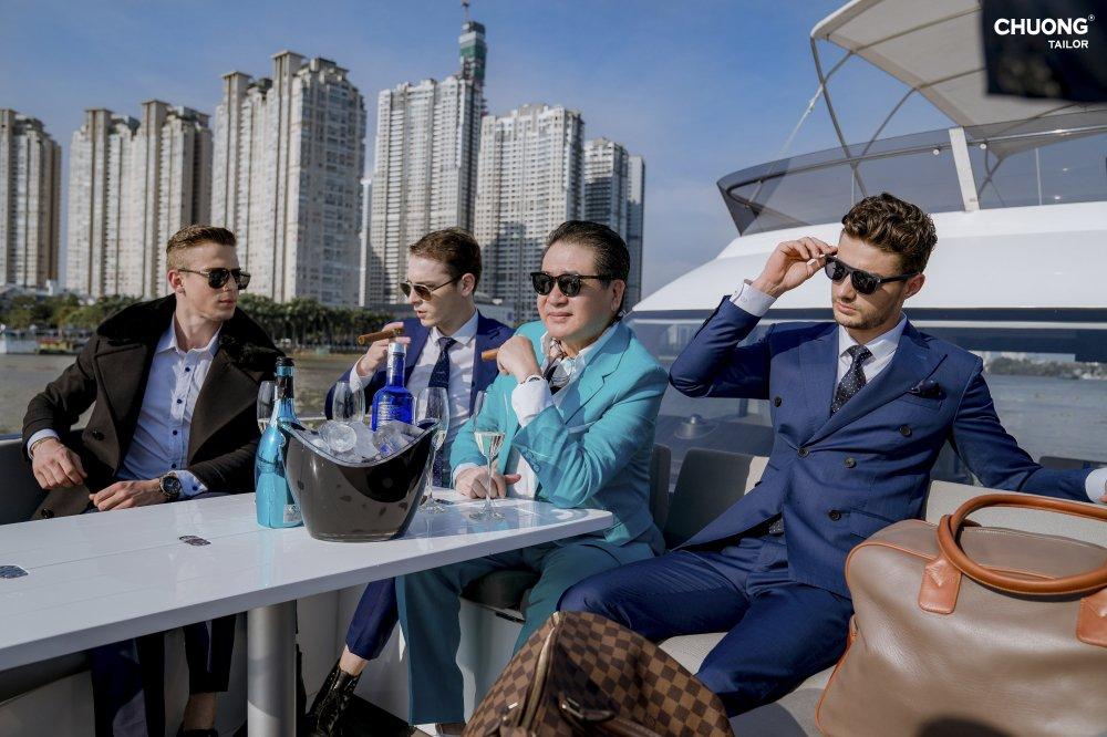 Chuong Tailor ra mat bo lookbook tren du thuyen hinh anh 4