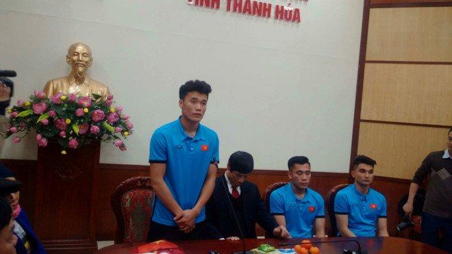 Bien nguoi xu Thanh don 2 anh em Bui Tien Dung va Van Dai ve que huong hinh anh 3