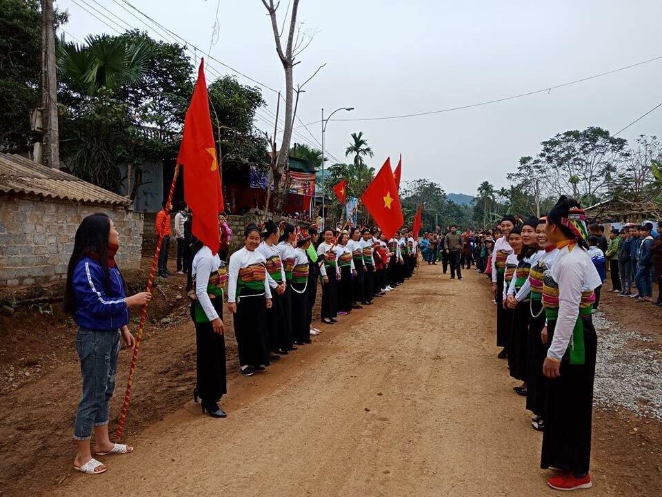 Bien nguoi xu Thanh don 2 anh em Bui Tien Dung va Van Dai ve que huong hinh anh 6