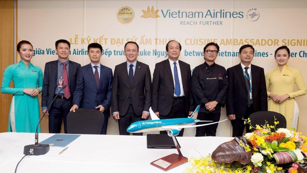 Vietnam Airlines cong bo Dai su Am thuc Toan cau Luke Nguyen hinh anh 1