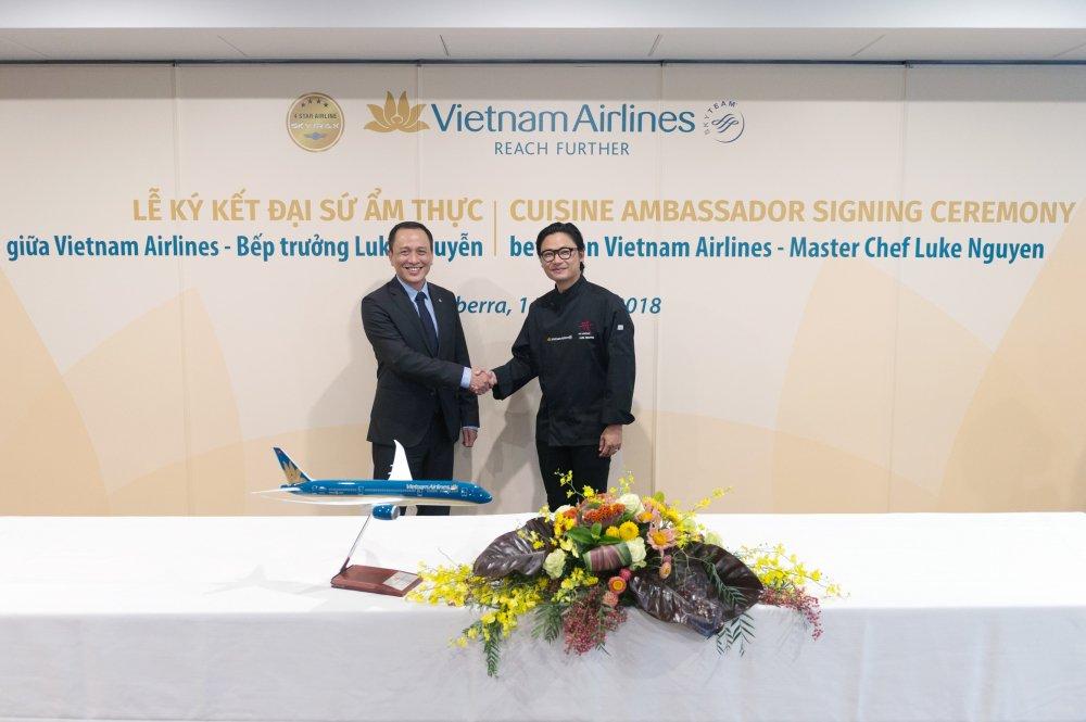 Vietnam Airlines cong bo Dai su Am thuc Toan cau Luke Nguyen hinh anh 2
