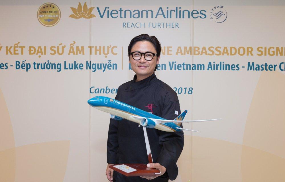Vietnam Airlines cong bo Dai su Am thuc Toan cau Luke Nguyen hinh anh 4