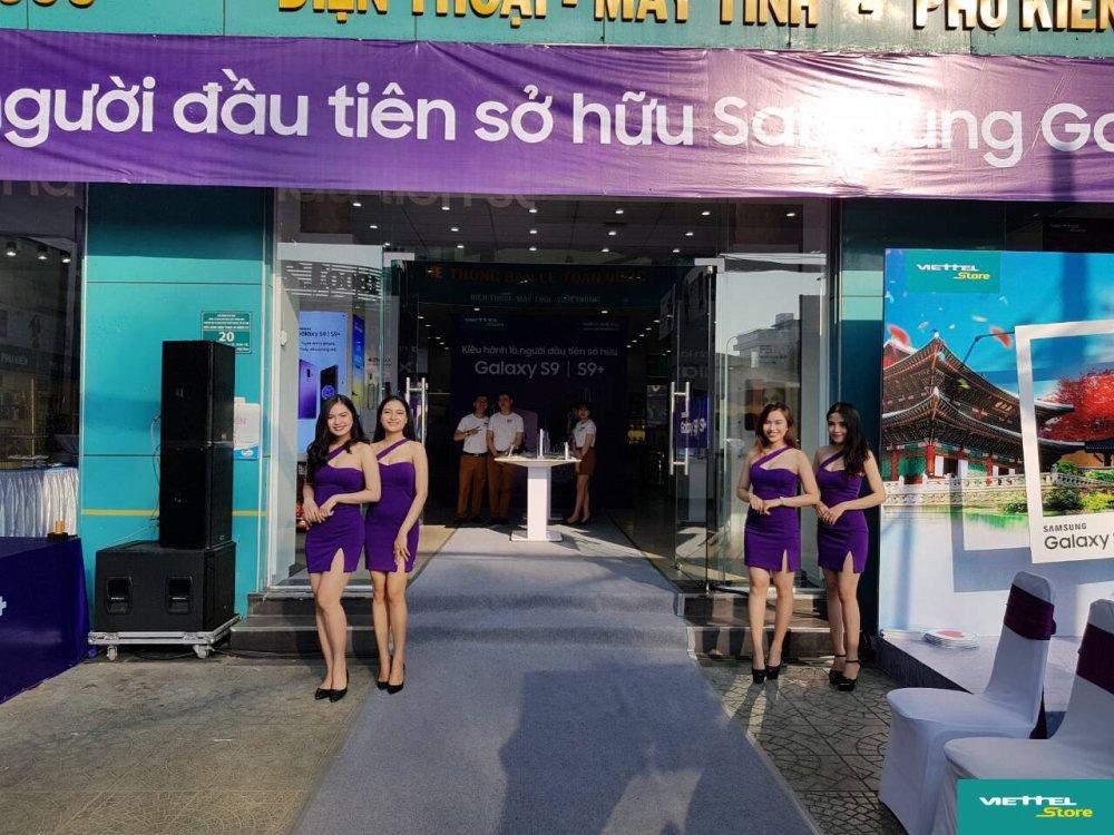 Suc hut cua chuong trinh Tro gia 8 trieu trong ngay dau mo ban Galaxy S9/S9+ tai Viettel Store hinh anh 1