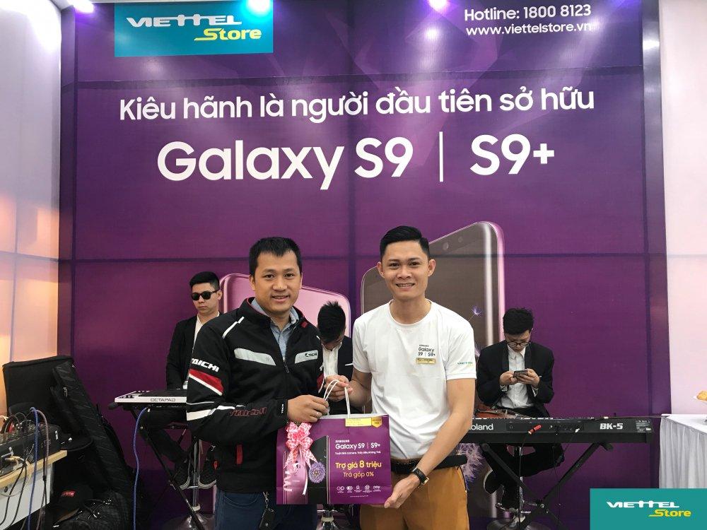 Suc hut cua chuong trinh Tro gia 8 trieu trong ngay dau mo ban Galaxy S9/S9+ tai Viettel Store hinh anh 4