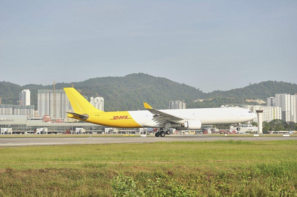 DHL Express mo rong mang luoi hang khong khu vuc Chau A Thai Binh Duong voi may bay moi A330-300 hinh anh 1
