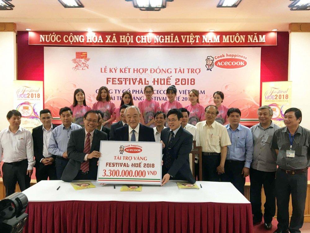 Acecook Viet Nam ky ket hop dong tai tro Festival Hue 2018 hinh anh 1