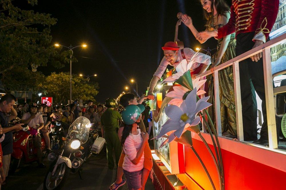 Carnaval duong pho Da Nang se con ruc ro hon nam ngoai hinh anh 11
