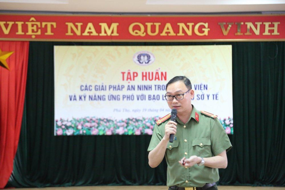 Hon 1.400 nhan vien y te BVDK tinh Phu Tho hoc cach chong bao luc trong benh vien hinh anh 2