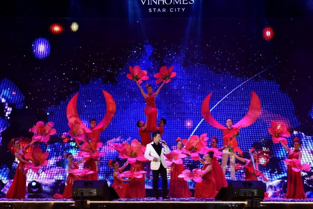 Dai nhac hoi 'Vu dieu ngoi sao': Rang ro Vinhomes Star City hinh anh 1