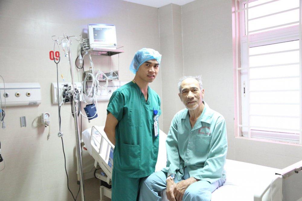 Bác sỹ Hòa và người bệnh