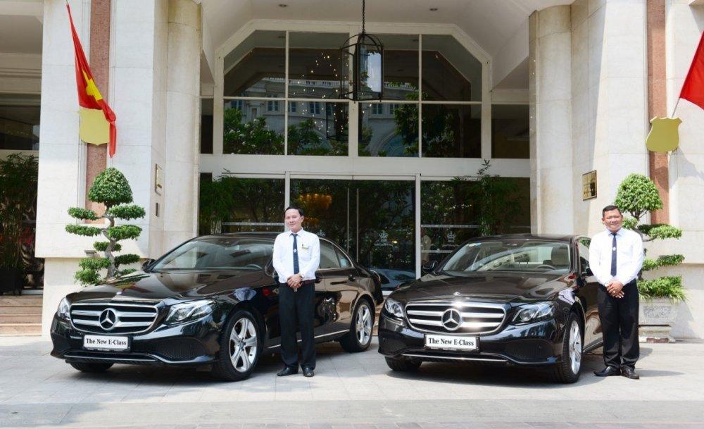 Khach san 5 sao Rex Hotel don chao bo doi Mercedes-Benz E 250 the he moi hinh anh 1