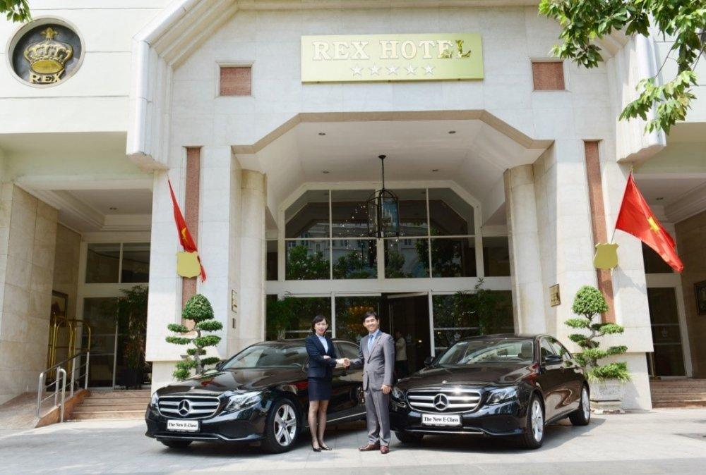 Khach san 5 sao Rex Hotel don chao bo doi Mercedes-Benz E 250 the he moi hinh anh 3