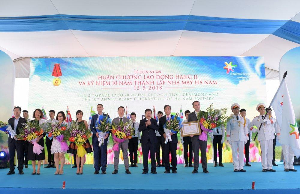 FrieslandCampina Ha Nam vinh du nhan Huan chuong Lao dong hang Nhi hinh anh 1