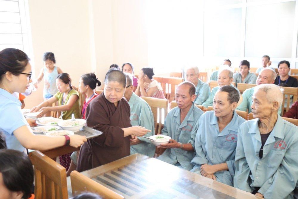 Benh vien da khoa tinh Phu Tho: Khai truong Noi chao nghia tinh nam 2018 hinh anh 7