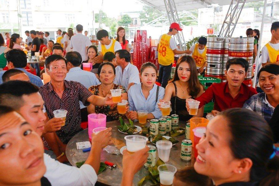 'Chay ve' vao cong Ngay hoi Bia Ha Noi tai Quang Tri hinh anh 3
