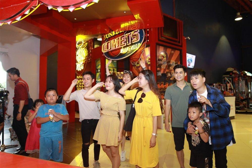Cuoi chay nuoc mat voi Xuan Bac – Tu Long trong dem khai mac Le hoi den long 'Giac mo tuoi tho' hinh anh 9