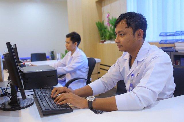 May tinh 'cuc gach', benh vien 5 sao 'thoi co dai' va hang vien thong 4.0 o Myanmar hinh anh 1