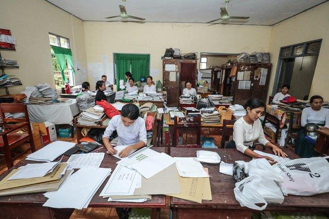 May tinh 'cuc gach', benh vien 5 sao 'thoi co dai' va hang vien thong 4.0 o Myanmar hinh anh 2