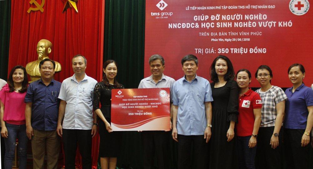 TMS Group: Trao tang 350 trieu dong ho tro nan nhan chat doc da cam, nguoi ngheo tai Vinh Phuc hinh anh 1