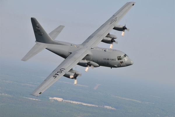 Kham pha C-130, may bay van tai 63 nam tuoi vua den Da Nang hinh anh 1