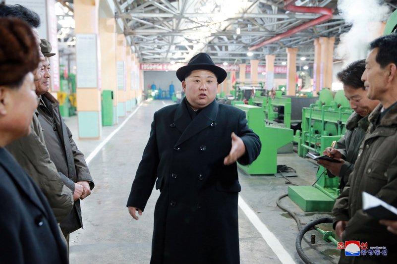 Ong Kim Jong-un tham nha may san xuat lop dac chung cho be phong ten lua vuon den Washington hinh anh 1