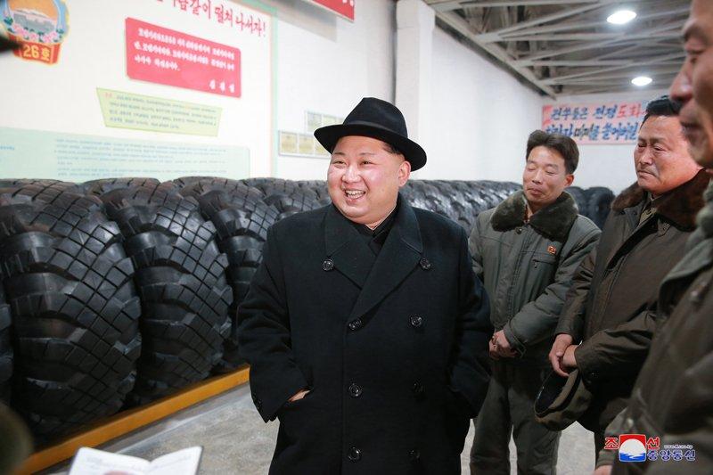 Ong Kim Jong-un tham nha may san xuat lop dac chung cho be phong ten lua vuon den Washington hinh anh 8