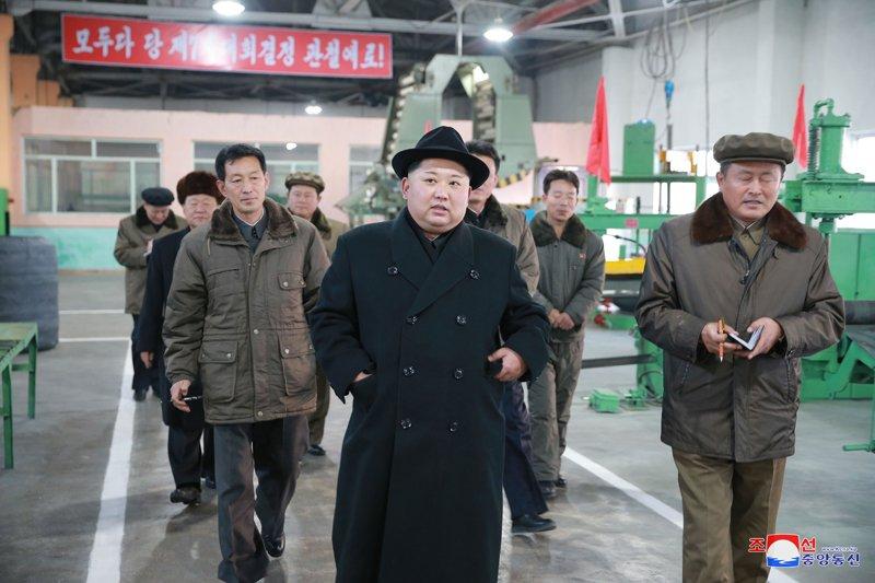 Ong Kim Jong-un tham nha may san xuat lop dac chung cho be phong ten lua vuon den Washington hinh anh 11