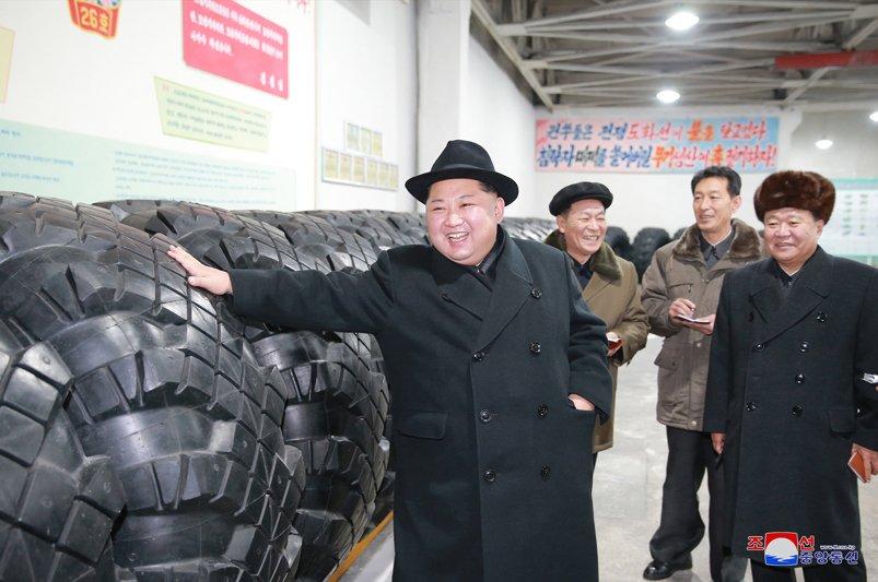 Ong Kim Jong-un tham nha may san xuat lop dac chung cho be phong ten lua vuon den Washington hinh anh 6
