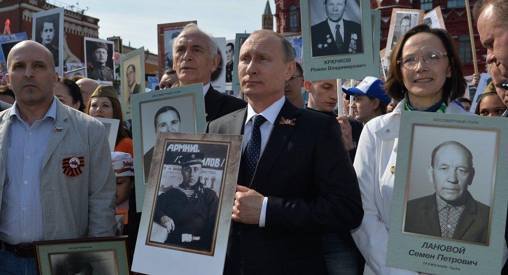 Tong thong Putin ke chuyen it nguoi biet ve nguoi cha trong The chien II hinh anh 1