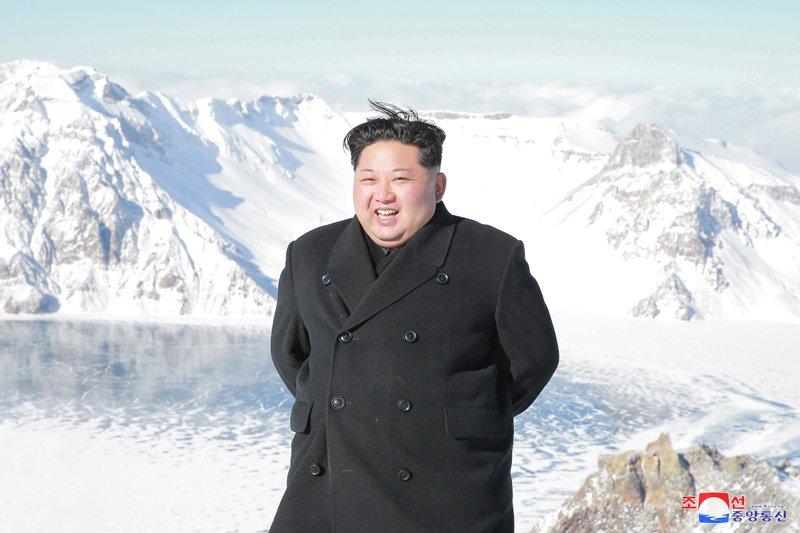 Anh: Ong Kim Jong-un tuoi cuoi tren dinh nui cao nhat Trieu Tien hinh anh 4
