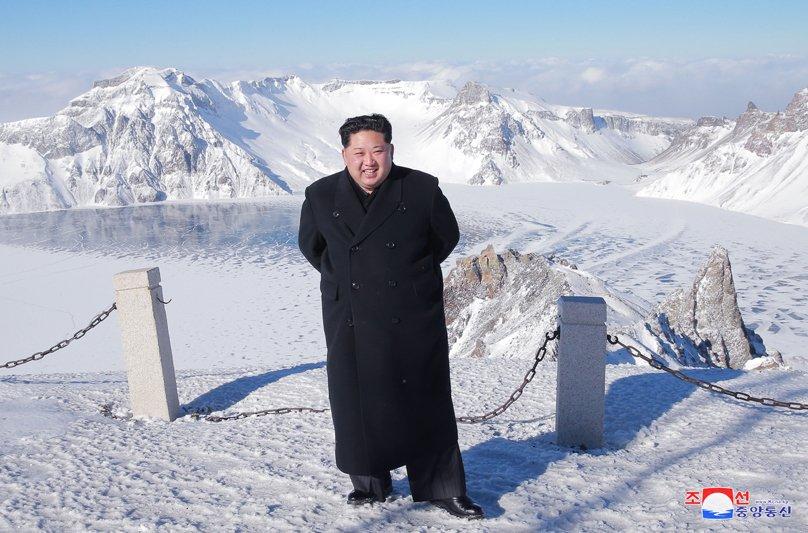 Anh: Ong Kim Jong-un tuoi cuoi tren dinh nui cao nhat Trieu Tien hinh anh 5