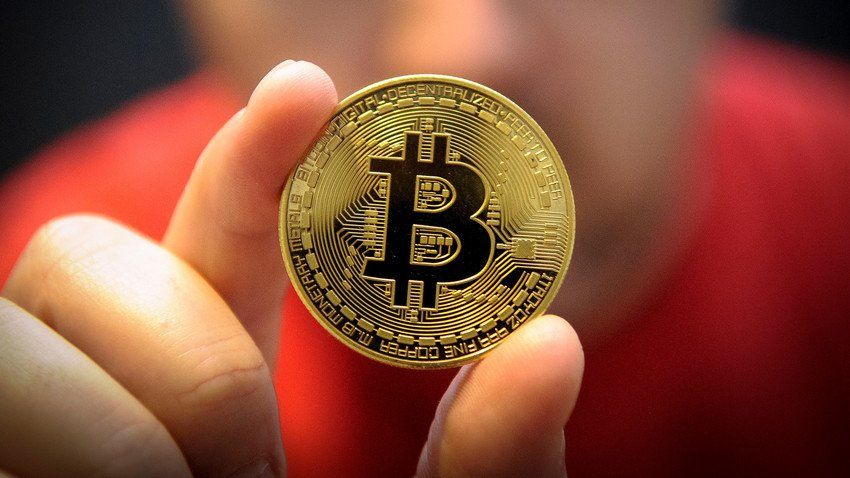 Dao bitcoin o noi lam viec, nhan vien san bay tai Matxcova bi bat hinh anh 1