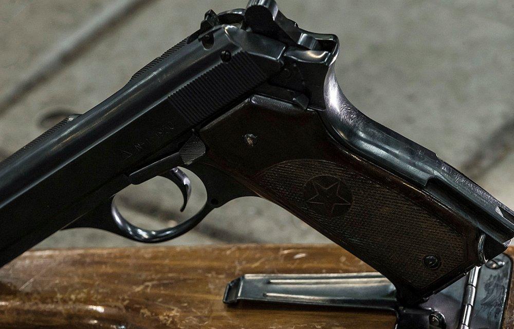 Video: Can canh sung ngan lien thanh cuc it nguoi biet cua cha de dong AK-47 huyen thoai hinh anh 3