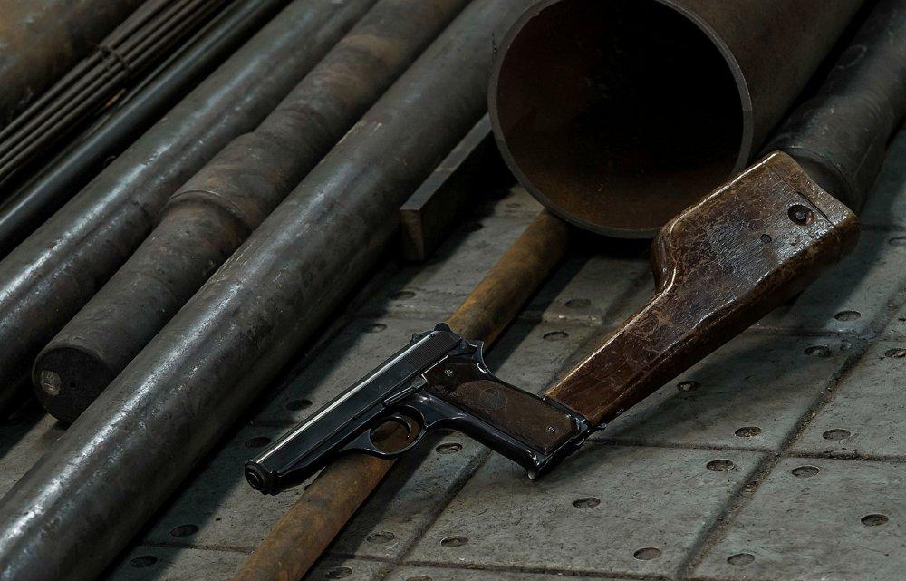 Video: Can canh sung ngan lien thanh cuc it nguoi biet cua cha de dong AK-47 huyen thoai hinh anh 2