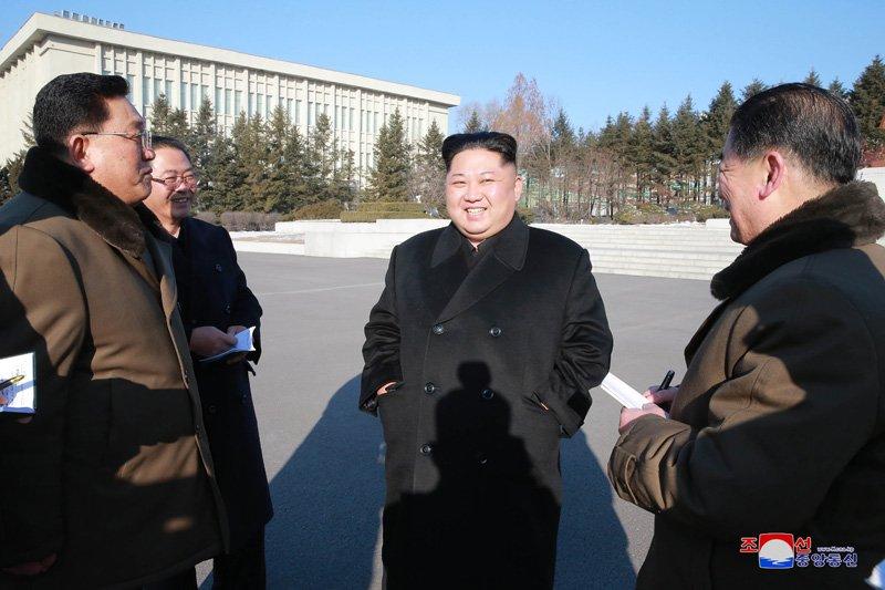 Ong Kim Jong-un: Du bi cam van 10 hay 100 nam, Trieu Tien van vuot qua kho khan hinh anh 1