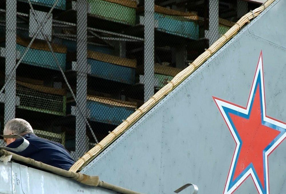 Anh hiem ve quy trinh hien dai hoa MiG-31 trong nha may tuyet mat cua Nga hinh anh 3