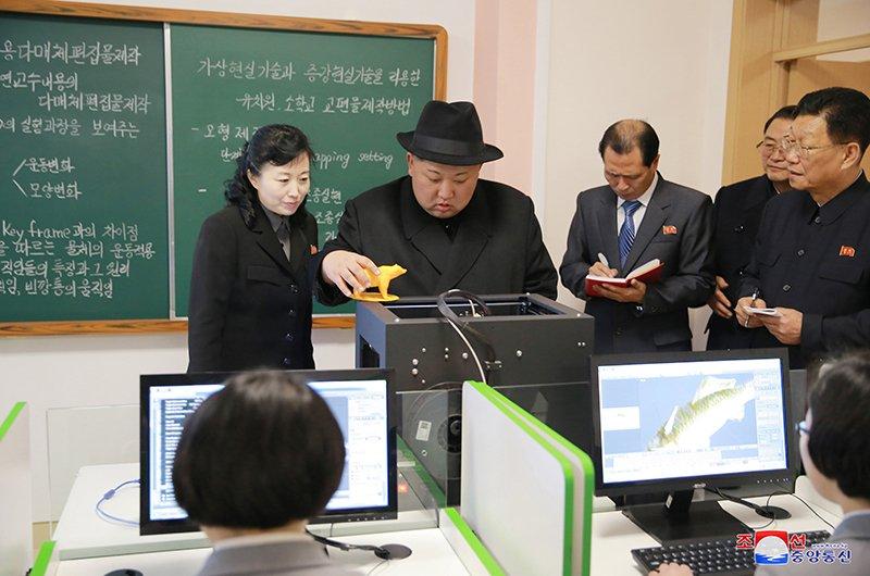 Anh: Ong Kim Jong-un tham truong cao dang hien dai o Binh Nhuong hinh anh 9
