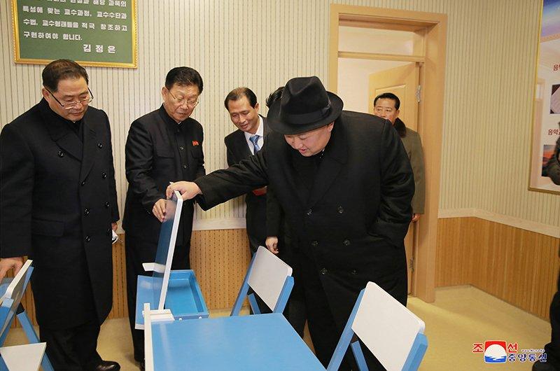 Anh: Ong Kim Jong-un tham truong cao dang hien dai o Binh Nhuong hinh anh 10