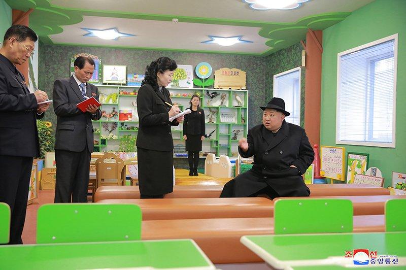Anh: Ong Kim Jong-un tham truong cao dang hien dai o Binh Nhuong hinh anh 12