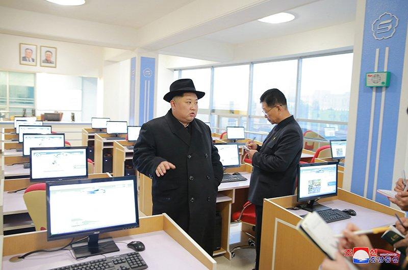 Anh: Ong Kim Jong-un tham truong cao dang hien dai o Binh Nhuong hinh anh 13