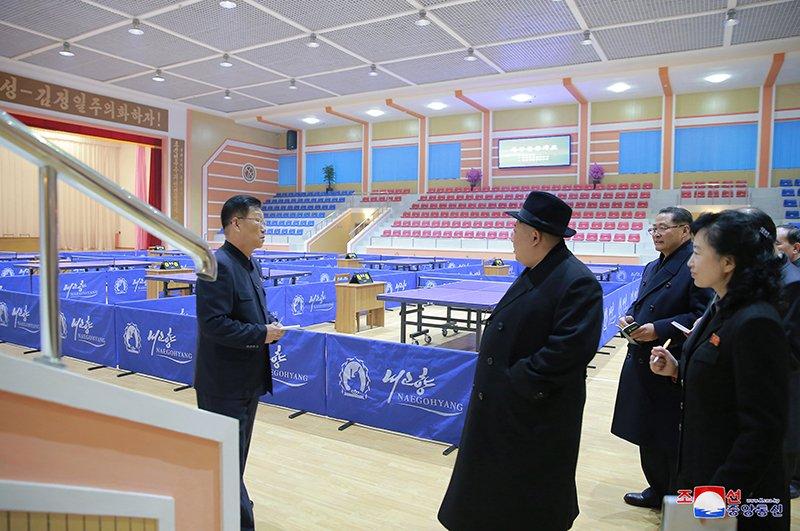 Anh: Ong Kim Jong-un tham truong cao dang hien dai o Binh Nhuong hinh anh 14