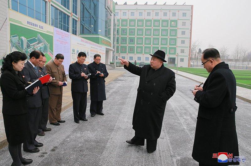 Anh: Ong Kim Jong-un tham truong cao dang hien dai o Binh Nhuong hinh anh 16