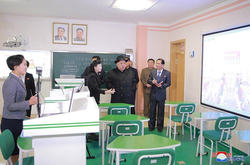 Anh: Ong Kim Jong-un tham truong cao dang hien dai o Binh Nhuong hinh anh 3