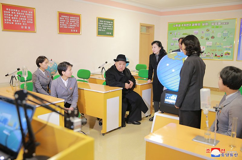 Anh: Ong Kim Jong-un tham truong cao dang hien dai o Binh Nhuong hinh anh 5