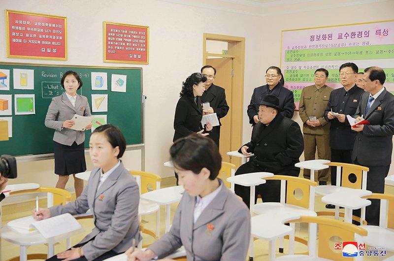 Anh: Ong Kim Jong-un tham truong cao dang hien dai o Binh Nhuong hinh anh 6