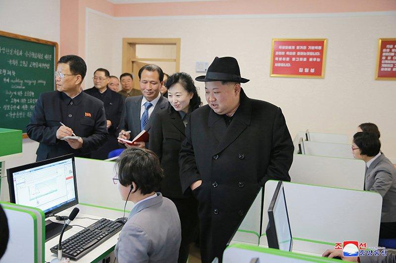 Anh: Ong Kim Jong-un tham truong cao dang hien dai o Binh Nhuong hinh anh 8