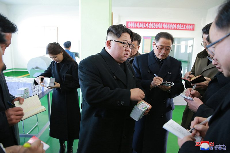 Anh: Ong Kim Jong-un va vo tham nha may duoc lau doi nhat Trieu Tien hinh anh 11