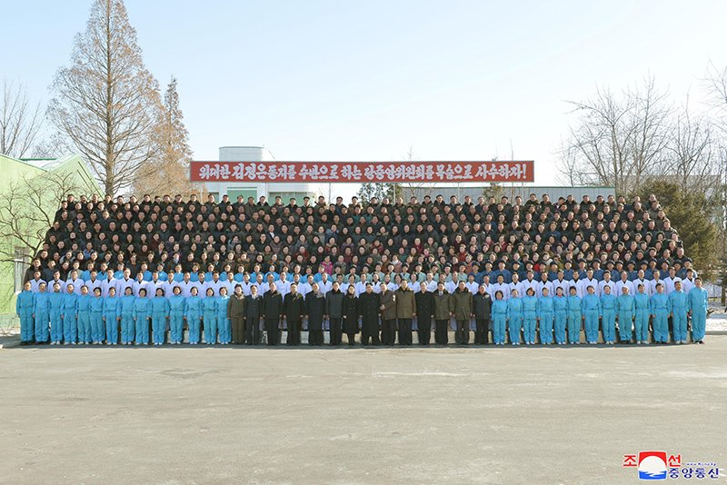 Anh: Ong Kim Jong-un va vo tham nha may duoc lau doi nhat Trieu Tien hinh anh 17