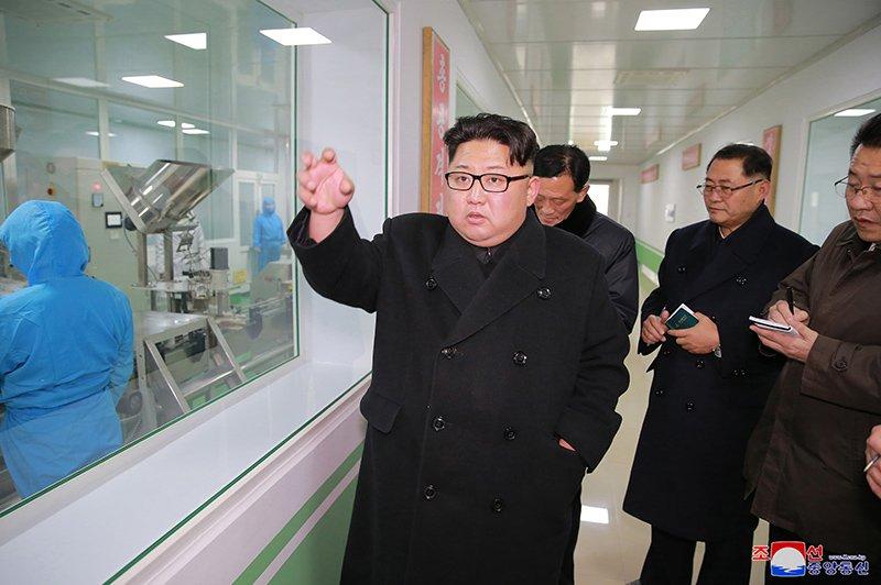 Anh: Ong Kim Jong-un va vo tham nha may duoc lau doi nhat Trieu Tien hinh anh 2