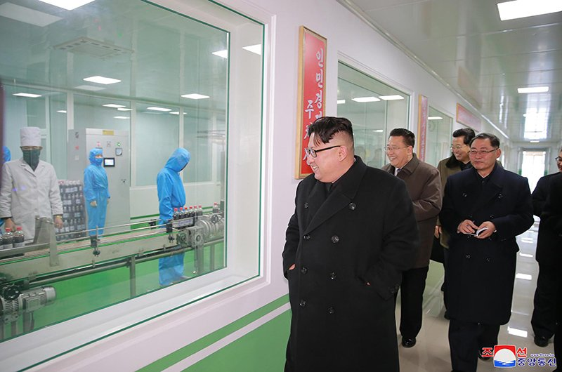 Anh: Ong Kim Jong-un va vo tham nha may duoc lau doi nhat Trieu Tien hinh anh 4
